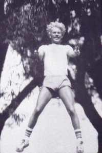Dugas, swinging